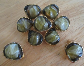 Vintage costume jewelry  /   brooch and clip on earrings art glass