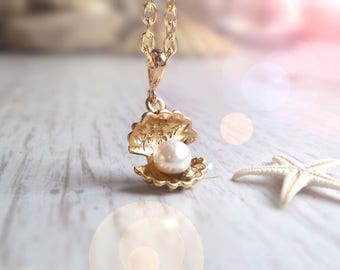 Freshwater pearl necklace, gold seashell charm, girlfriend gift, for girl, june birthstone necklace, best friend gift, boho beach jewelry