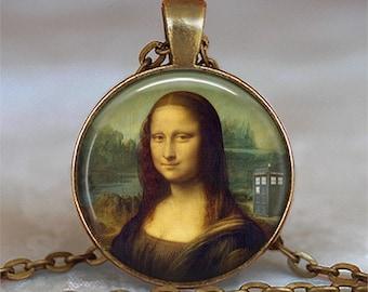 Tardis Mona Lisa pendant, Leonardo Da Vinci Dr Who jewelry Tardis pendant Whovian jewelry Dr Who necklace key chain key ring key fob