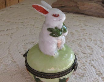 Trinket Box Rabbits and Carrots Pill Boxes Vintage Boxes and Tins Women's Jewelry and Accessories