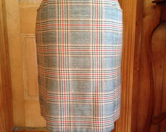 Tartan wool skirt with pleats and front pockets