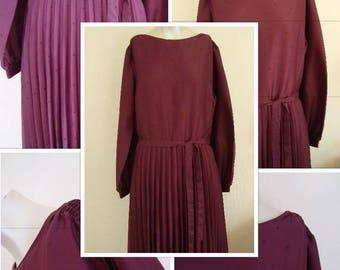 80's Burgundy Pleated Tea Dress (M)