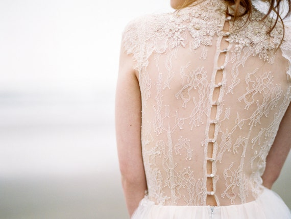 Tulle wedding gown // Peitho / Champagne wedding dress high