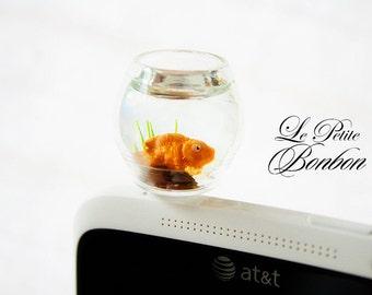 Yellow gold fish phone plug
