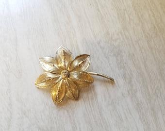 Vintage Gold Tone Spun Wire Flower Pin/Brooch