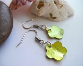 Partenaires d'envol naturel vert fleur Seashell boucle d'oreille - Pay It Forward, citron vert, mousse, vert olive