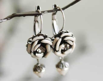 Ivory Rose Earrings, Rose Earrings, Flower Earrings, Rose Jewelry, Pearl Earrings, Ivory Earrings, Wedding Earrings, Bridal Earrings E1088