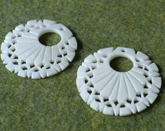 2pcs Bone Pendant 33mm White Carved Flower Go Go Round