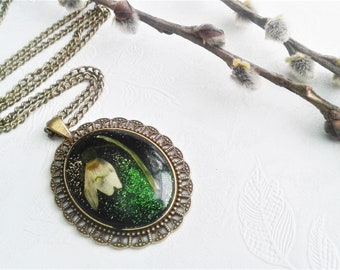 Snowdrop flower necklace, Snowdrop pendant, Resin jewelry, Unique necklace, Nature gift, Botanical jewelry, Long necklace