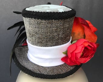 Red flowers Mini Top hat.