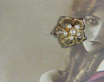 Vintage Gold Flower and Pearl Clip Earrings - V-EAR-550