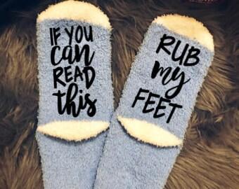 If you can read this socks, rub my feet socks, Mothers Day, Gift for her, Novelty socks, Funny socks, Gift for mom socks, cozy socks