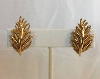 Evergreen Branch Shiny and Textured Gold Tone Vintage Clip Earrings