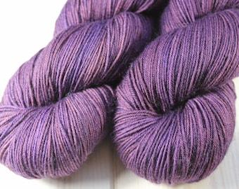 Skein hand dyed - Fingering - superwash Merino and Nylon (75/25) - 100 g / m 425 - Vitellote