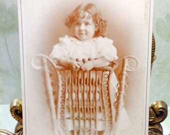Antique Photograph Little Girl/Victorian photographs/black and white photos/old children photos/old photos/Edwardian photos/antique pictures