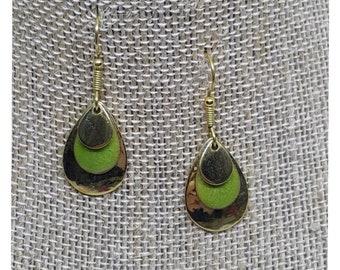 VINTAGE Costume Gold Green Teardrop EARRINGS