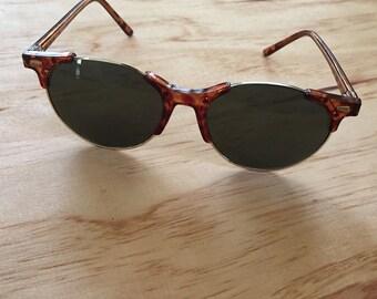 SALE Large round vintage sunglasses with corner detail - tortoiseshell arms and bridge