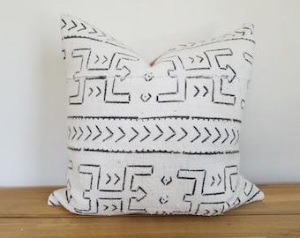 Authentische Baum Kissen, Jahrgang Mali Bogolan Off-White/Creme Boden mit schwarzen Krieger, geometrische