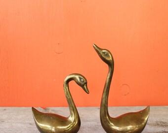 set of 2 vintage brass swans . solid brass bird pair . vintage brass home decor . large brass paperweights