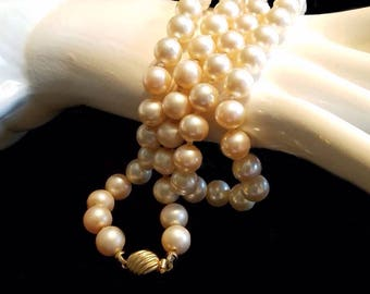 Vintage Marvella Double knot Faux Pearl Glass Necklace from the late 1950s to 1960s Jewelry