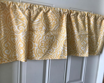 Speing Yellow and White geometric Curtain Valance
