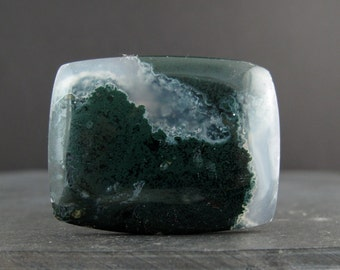 Green moss agate cabochon S7042