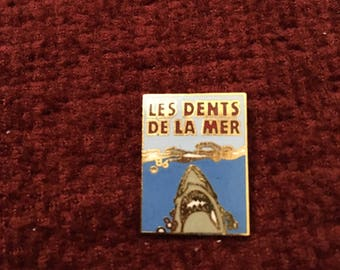 vintage 1980s jaws pin french version