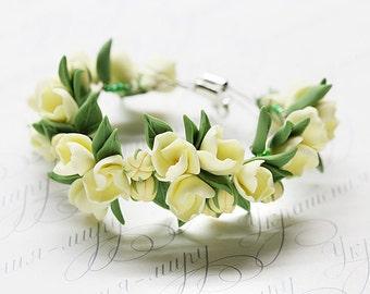 Spring flower bracelet. Ivory green bracelet. Gift for her. Floral bracelet. polymer clay jewelry. Flower jewelry. Spring fashion jewelry.