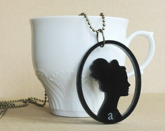 Necklace Isolde in form of cameo, ball chain is available in bronze or silver