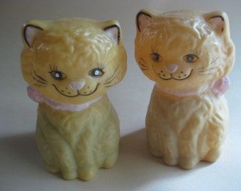 Vintage Kitty S & P Plastic Salt and Pepper