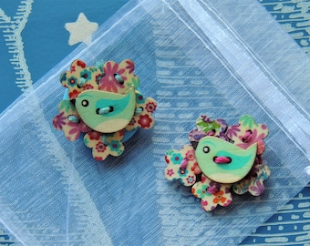 Bird and flower brooch / pin / badge made from buttons. Cute jewellery / accessory
