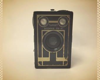 Vintage 1940's Brownie Target Six-16 Camera