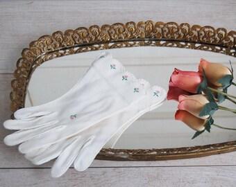 Mid Century White Embroidered Summer Church Gloves