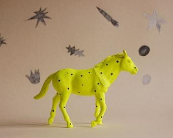horse a pois - the strange planet