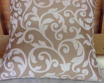 "Cream pattern 24"" x 24"" zipped cushion cover"