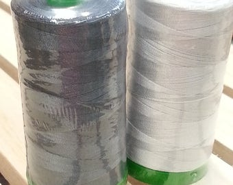 Aurifil Gray Thread - Dove Gray 2600, Medium Gray 1158 - 1000m/1093 yards 40wt, 1300m/1421 yards 50wt