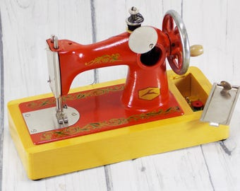 Beginner sewing gift for girl vintage sewing machine toy kids room decor projects mini sewing machine decal art sewing accessory sewing room