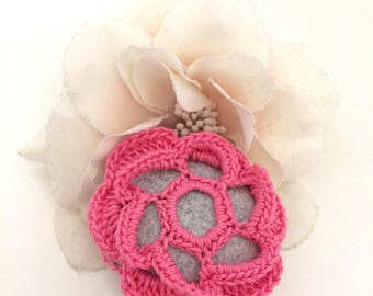 Rose Flower Lace Pebble Made in Italy, Rose Crochet covered Pebble, Love gift, Home Decor, Romantic Wedding. Pink Flower. Valentine's Day