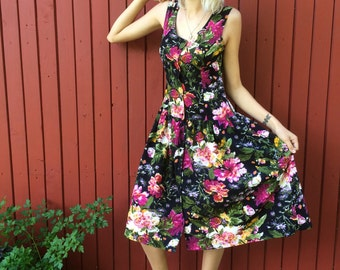 Vintage 1980s dress / Flower print dress / Medium vintage dress /  summer dress / floral dress