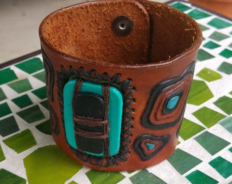 Leather cuff with stones