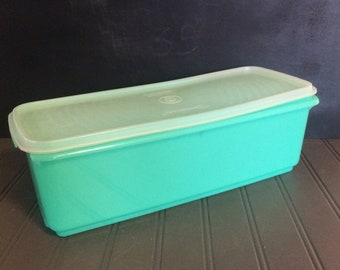 Tupperware Celery Keeper~Plastic Celery Crisper~Tupperware Jade Crisper~Bread Storage Container~Shelf & Pantry Storage~Vegetable Crisper