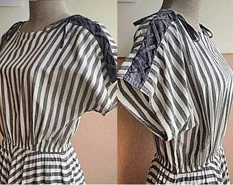 M - 50s Cotton Day Dress - Gray Strip Dress - Full Circle Skirt - Medium