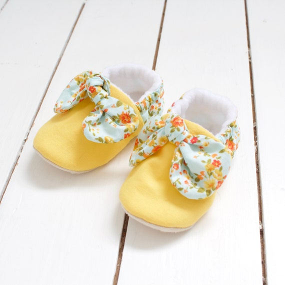 Sunny yellow and floral knot bow baby girl shoes