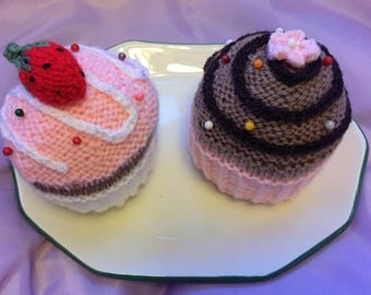 Cupcake pincushions / Mother's day gift / sewing aid / birthday gift / cake lover/ Easter gift/ party favour
