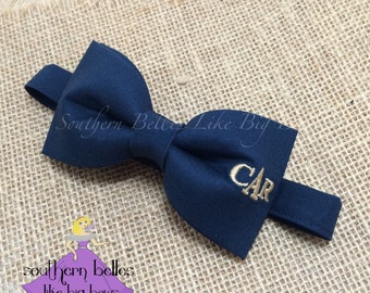 Monogrammed Bow Tie, Bow Tie with Monogram for Wedding, Ring Bearer Bow Tie, Groomsmen Bow Tie, Personalized Wedding Bow Tie, Navy Bow Tie