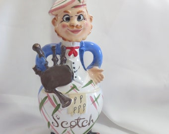 Vintage Davar Ceramic Scottish Man Playing Bagpipes Novelty Scotch Decanter