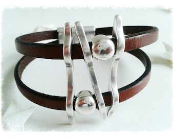 Bracelet leather double straps silver plated parts.