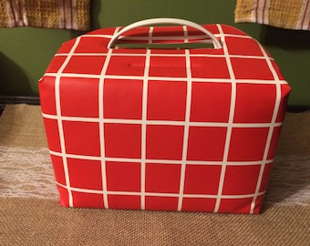 Retro Red and White Checked Vinyl Lunch Bag /70s Vinyl Lunch Bag