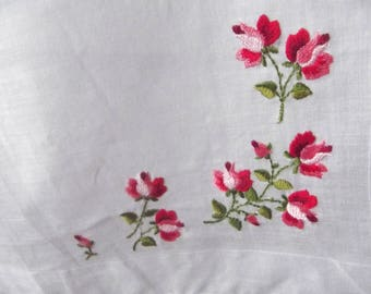 Free Shipping : Sweetest Delicate Vintage 1950s 1960s Embroidered Red Rose Hankie Handkerchief Hanky