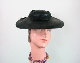 1930/40s Black Straw Hat  size Small / 22